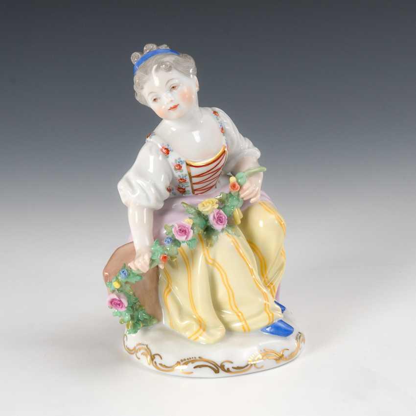 Girl with rose garland, Augarten. - photo 1