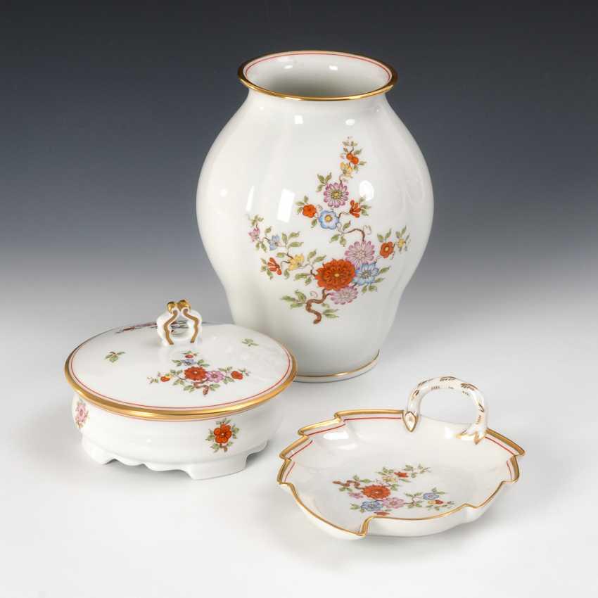 Vase, Dose und Blattschale, Augarten. - Foto 1