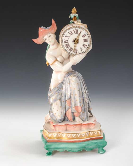 Seltene Plastik: Chinesin mit Uhr, Nymphenburg. - Foto 1