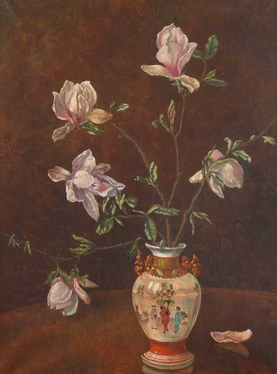 FUHR, Th.Height: still life with Magnolia flowers. - photo 1