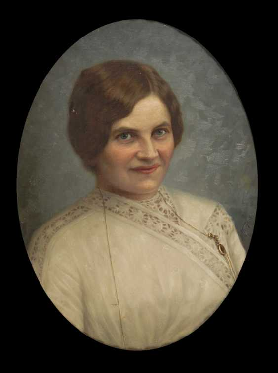 HORN, G.: Oval woman portrait. - photo 1