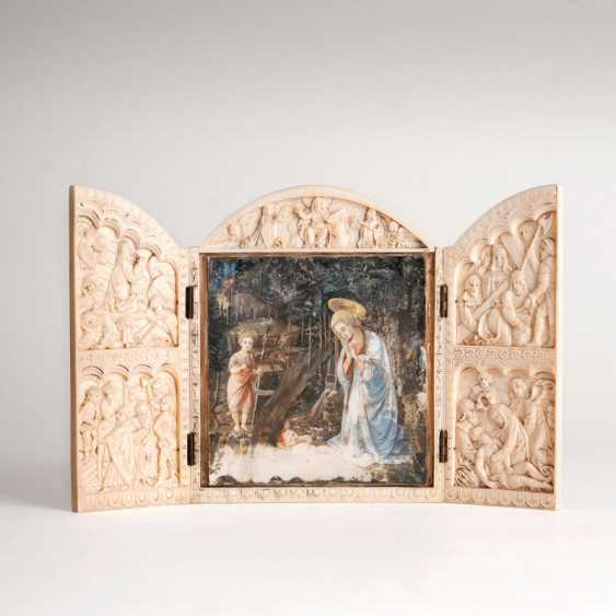 """Small ivory triptych 'Mary in adoration of the child""' - photo 1"