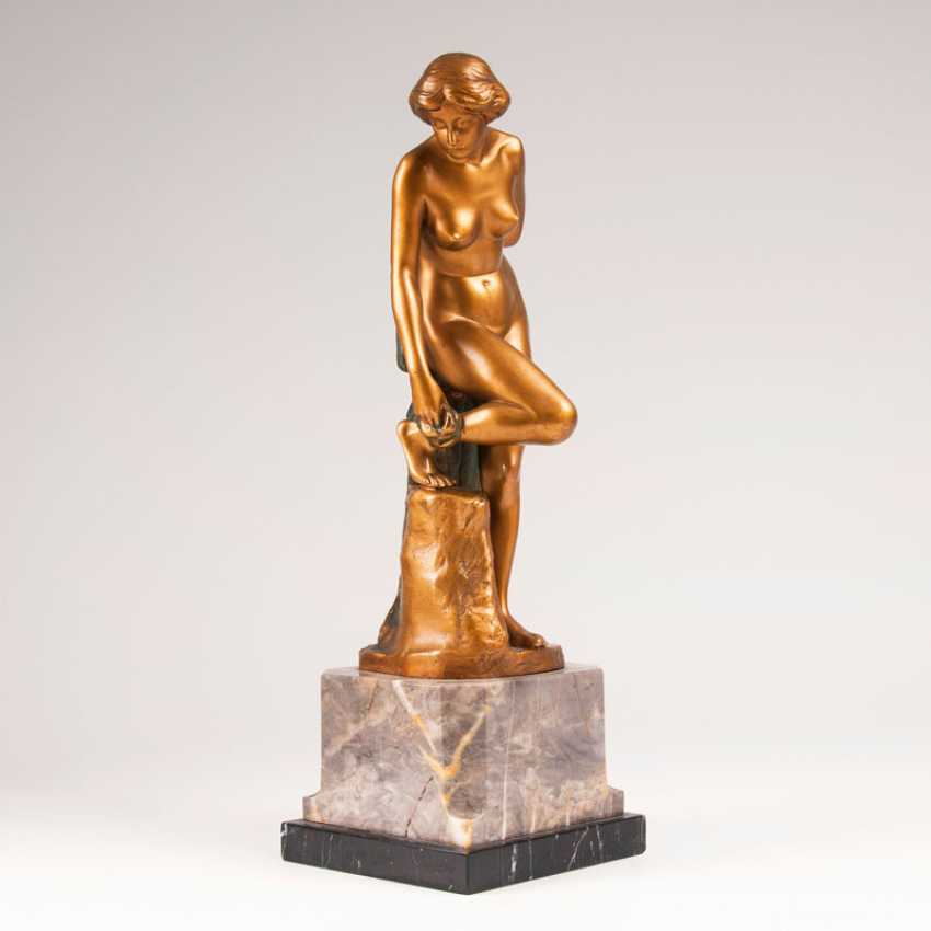 """Eugen Wagner """"Bronze figure 'Female Nude after the bath""""' - photo 1"""