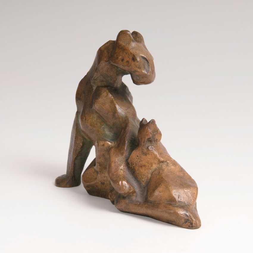 """Hans Martin Ruwoldt """"animal bronze 'Panther with 2 young""""' - photo 1"""