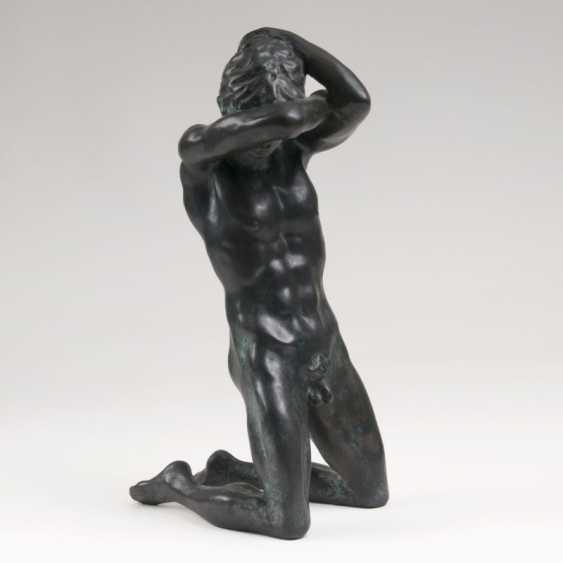 "Jürgen is A ""Bronze sculpture 'Kneeling male Nude""' - photo 1"