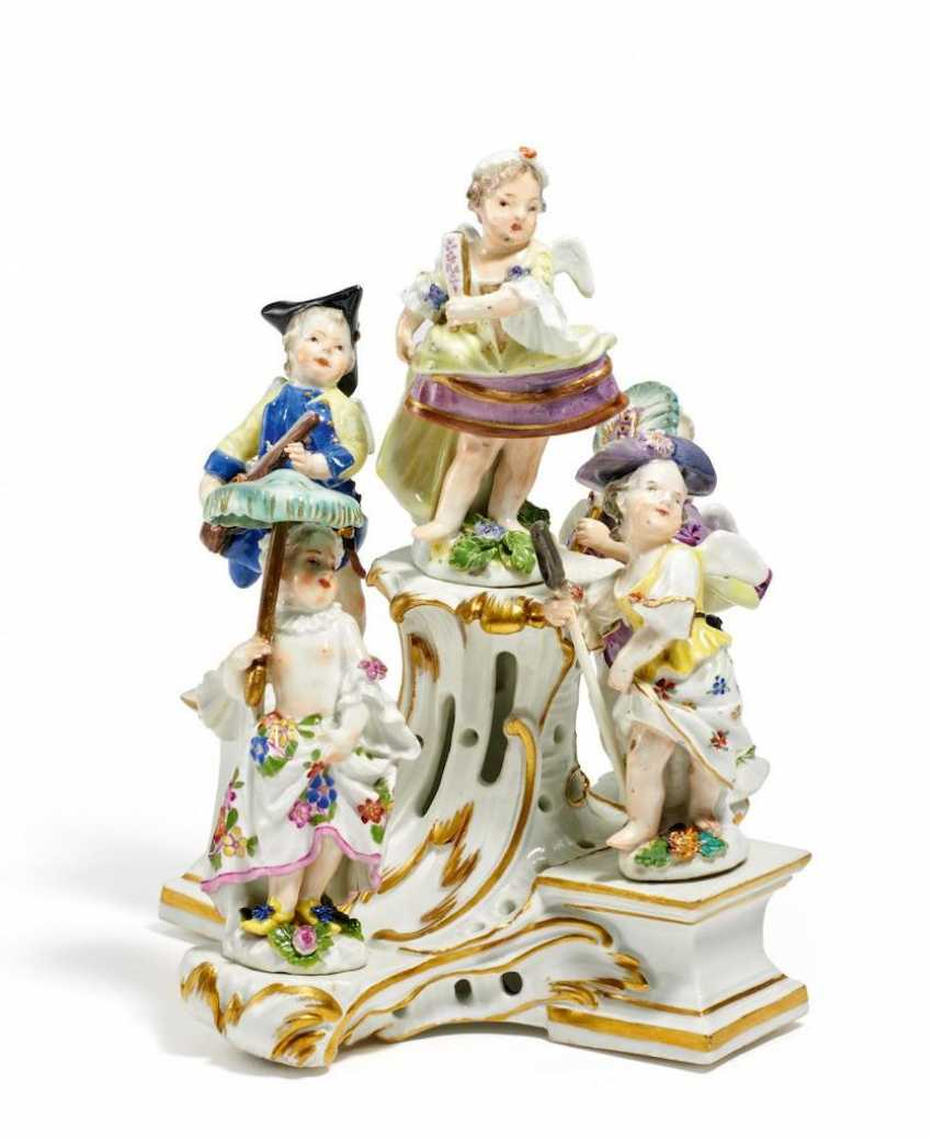 5-clad cupids and pedestal - photo 1