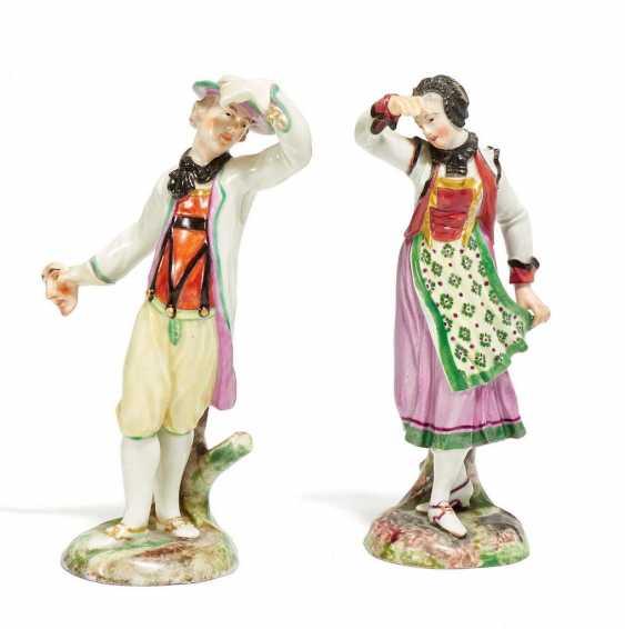 Tänzer und Tänzerin in Tracht - Foto 1