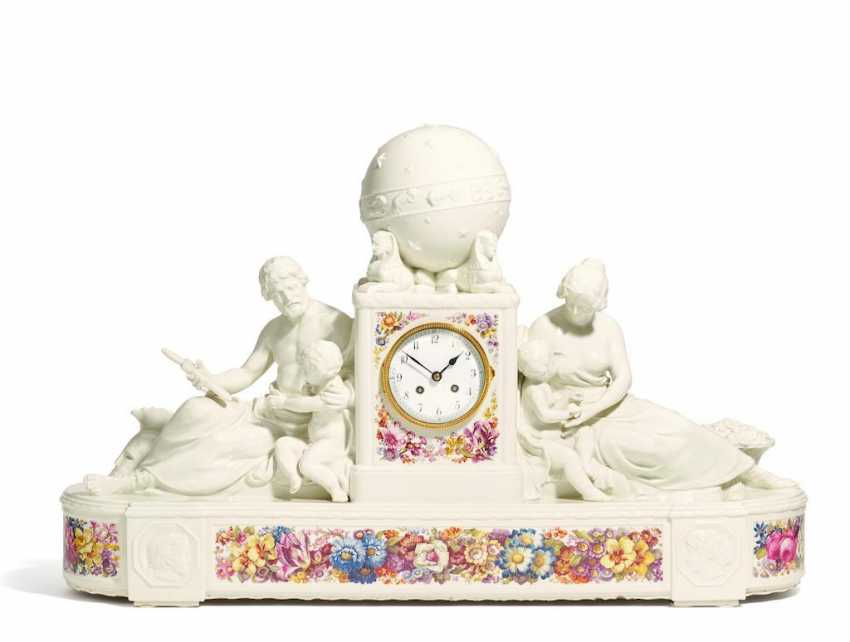 Great mantel clock with globe - photo 1