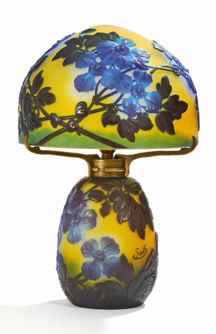 Soufflé-table lamp with Clematis - photo 1