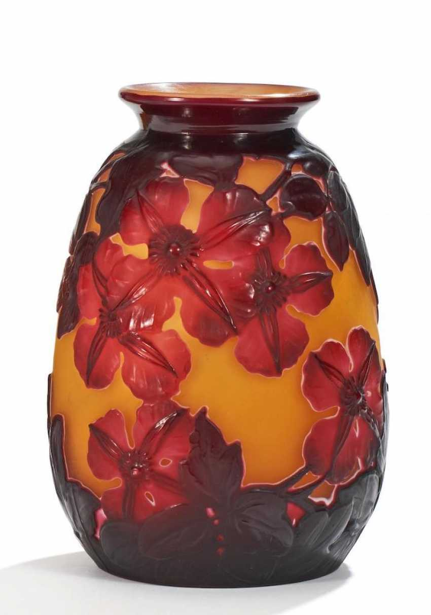 Kleine Soufflé-Vase mit Clematis - Foto 1