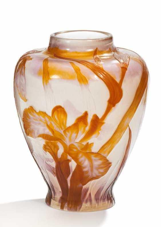 Vase mit Schwertlilien - Foto 1
