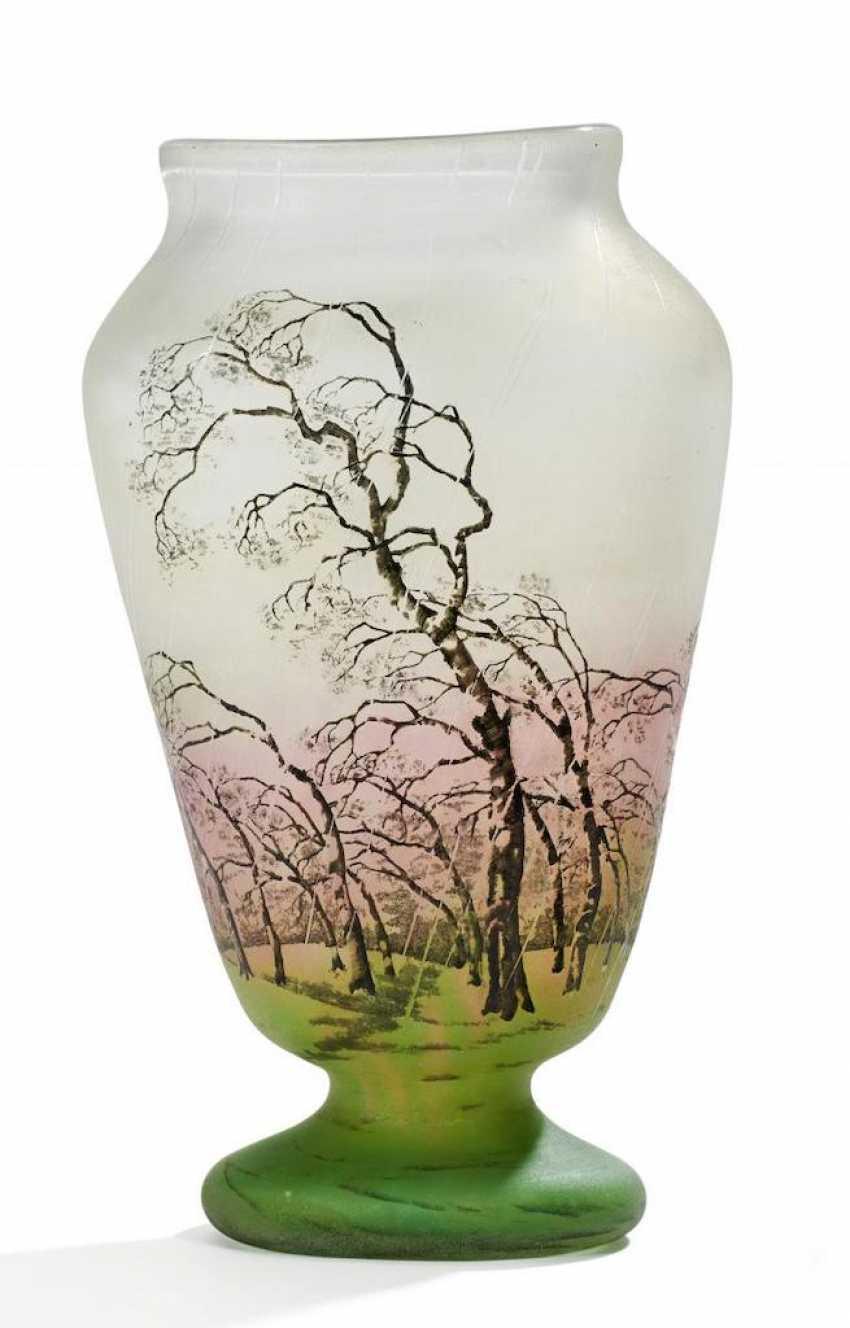 Gefußte Vase mit Birken im Regen - Foto 1