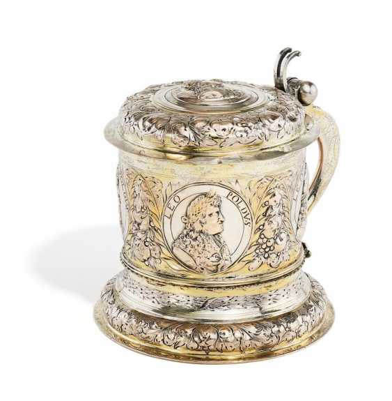 Large lid tankards with representations of the Emperor Leopold I - photo 1