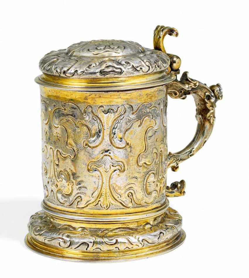 Vermeil tankard with relief ornament - photo 1