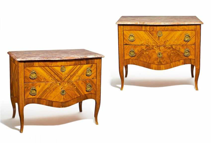 Pair Of Rococo Commodes - photo 1