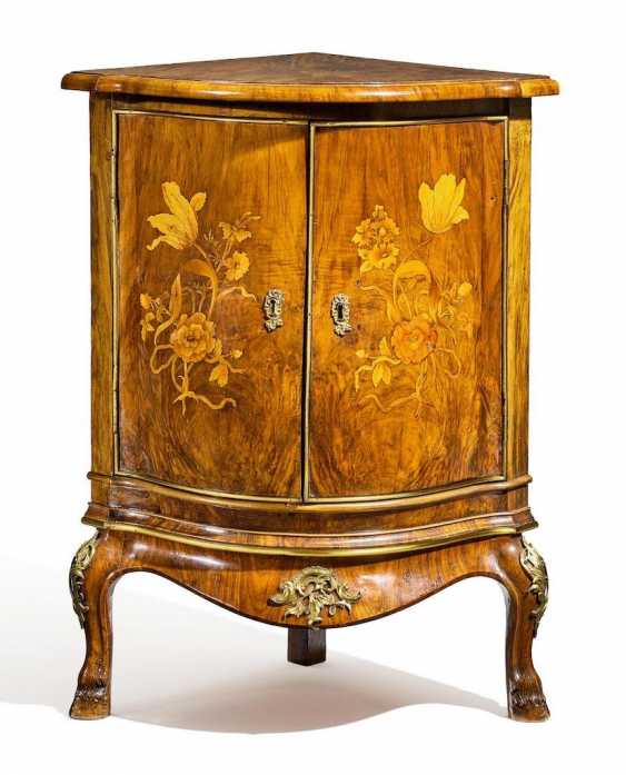 Museum quality Rococo corner Cabinet with a rich floral deposits - photo 1