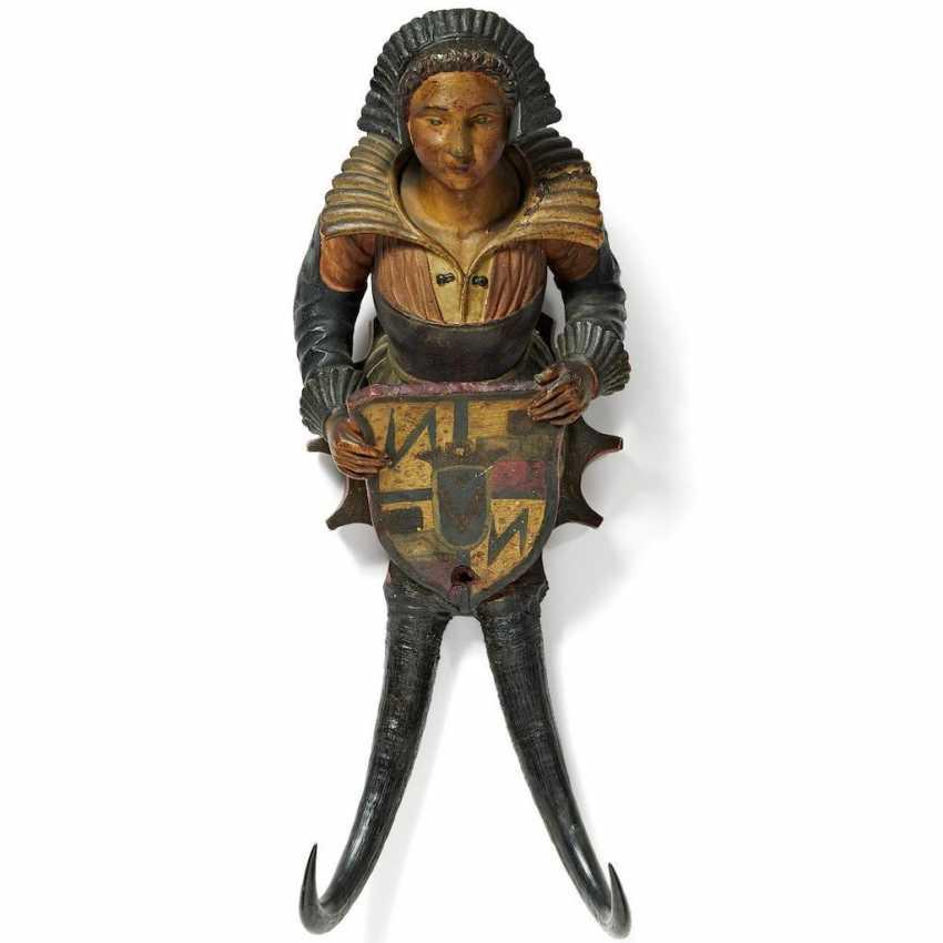 Kleiderhaken mit weiblicher Wappenhalterin - Foto 1
