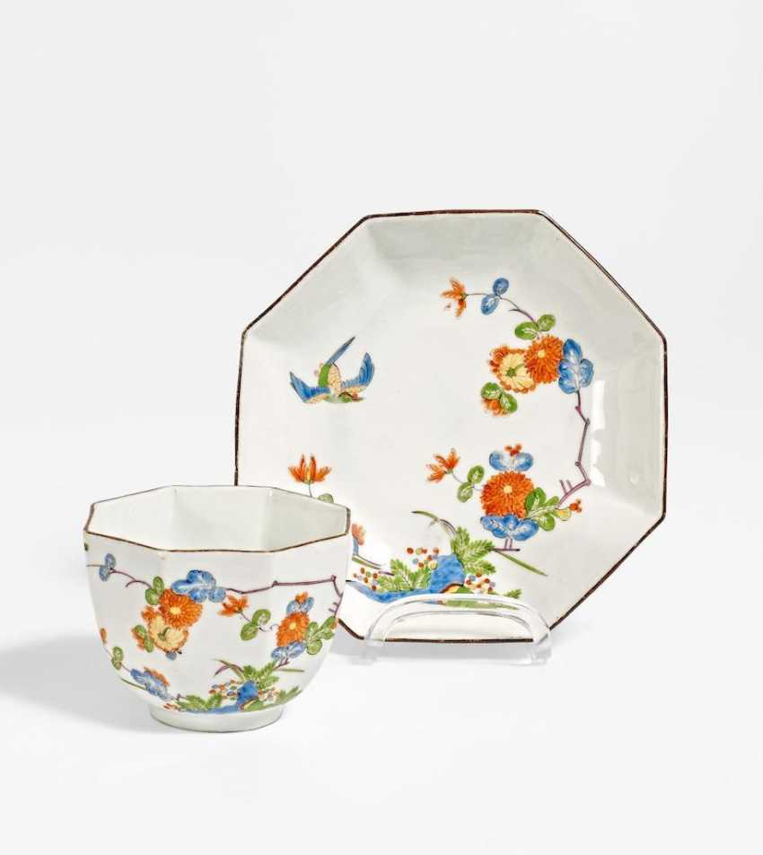 Cup and saucer with kakiemon decor - photo 1