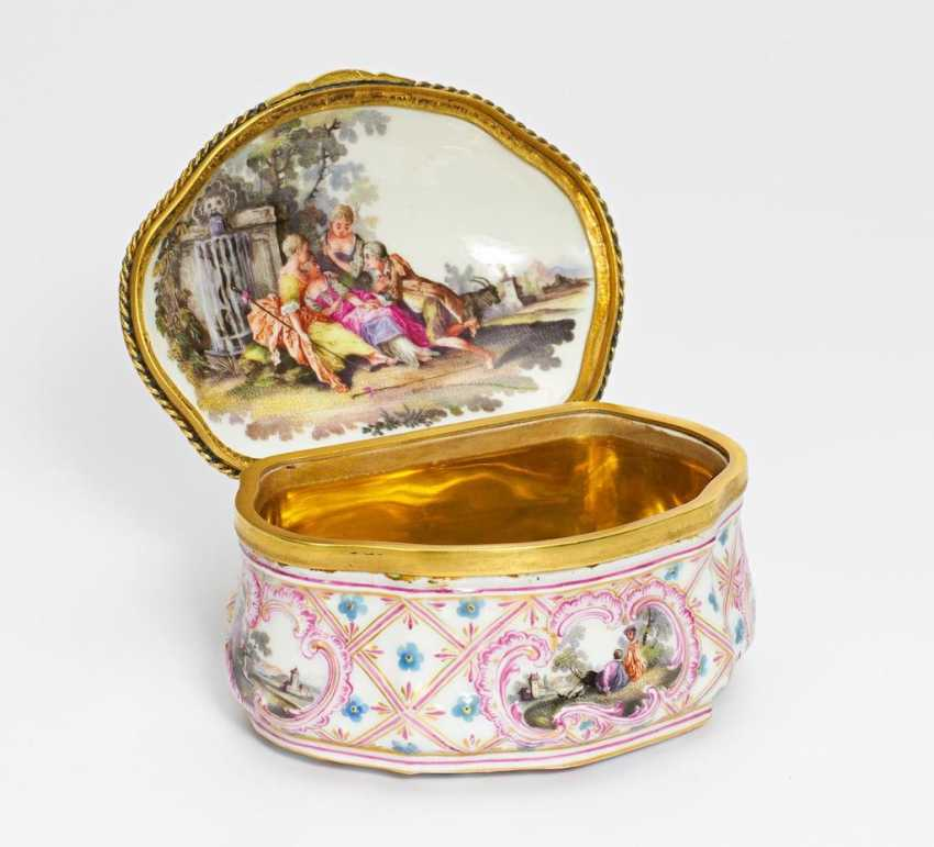 Anatomical snuffbox with gallant scenes - photo 1
