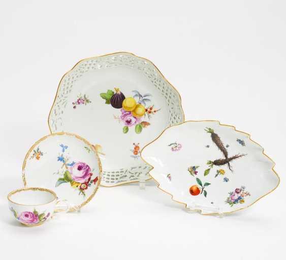 Zwei Schalen, eine Tasse mit UT Blumen-, Obst- und Gemüsedekor - Foto 1