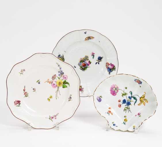 Zwei Teller und eine Muschelschale Blumendekor - Foto 1