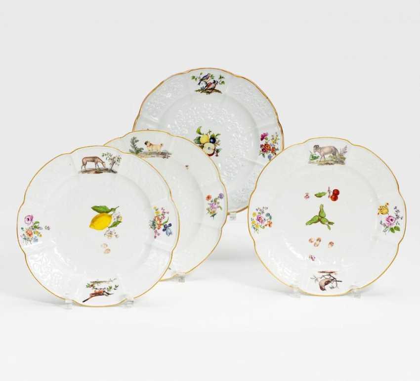 Drei Teller mit Tier- und Obstdekor - Foto 1