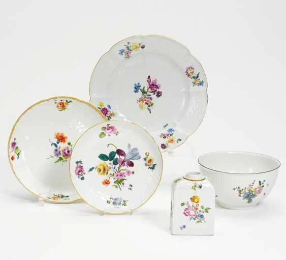 Kumme, tea caddy, small bowl and two plates flower decor - photo 1