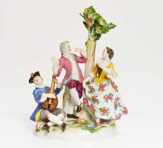 Tanzendes Paar mit Mandolinenspieler - Foto 1