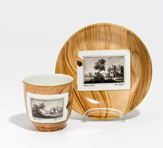 Tasse und Untertasse mit Holzdekor und Ansichten - Foto 1