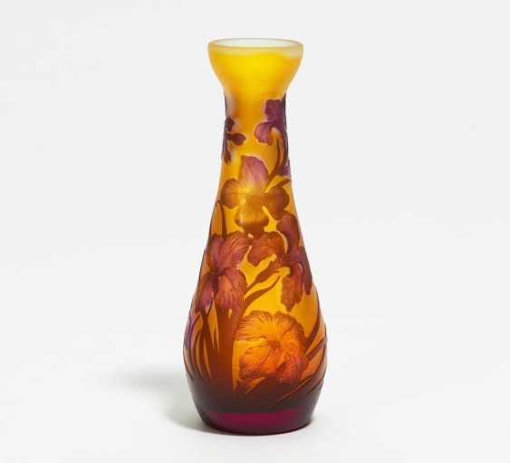 Kleine Vase mit Schwertlilien - Foto 1