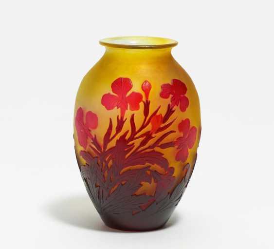 Kleine Vase mit Irisdekor - Foto 1