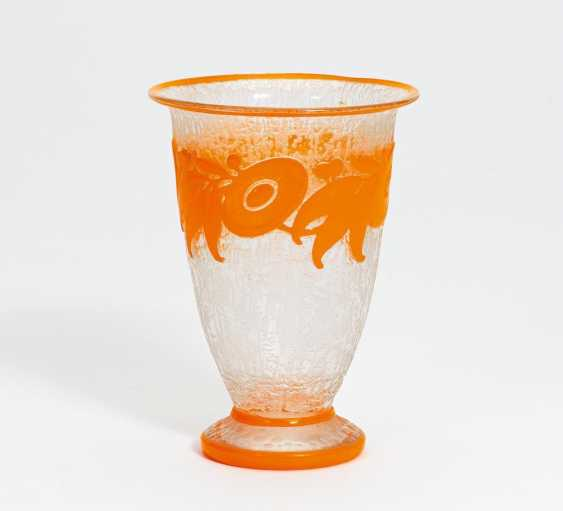 Small Vase with stylized flowers frieze - photo 1