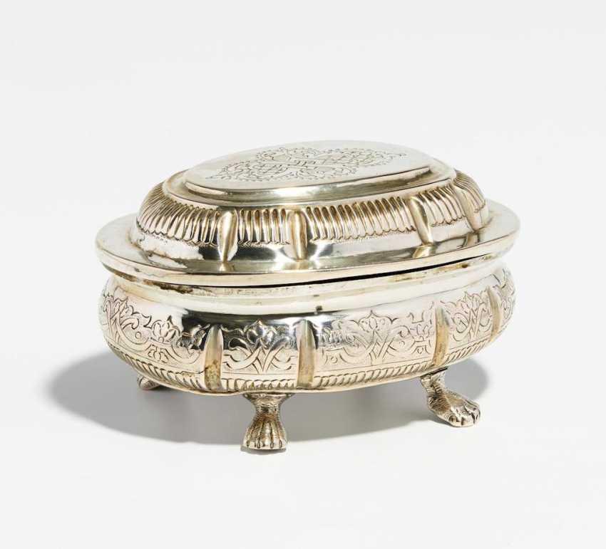 Ovale Zuckerdose mit Régencedekor - Foto 1