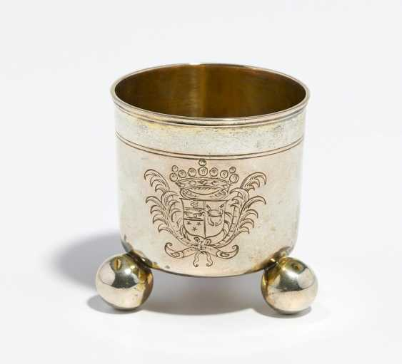 Small ball footed beaker with coat of arms engraving - photo 1