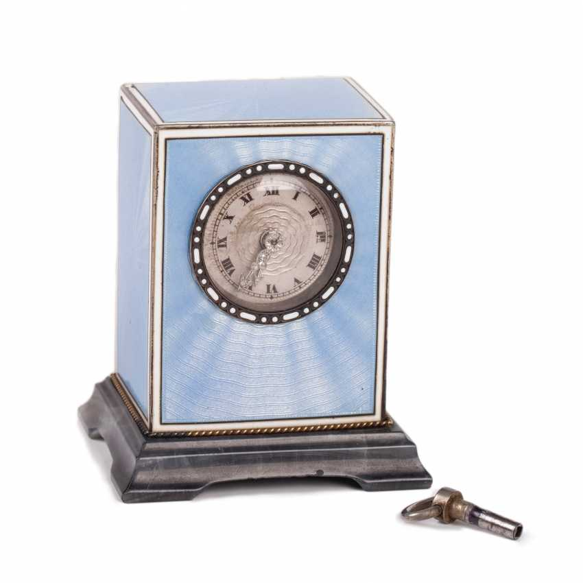 An elegant table clock