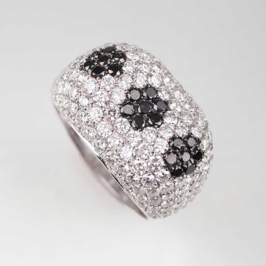 """""""A modern Ring with two-tone brilliant-stocking"""" - photo 1"""