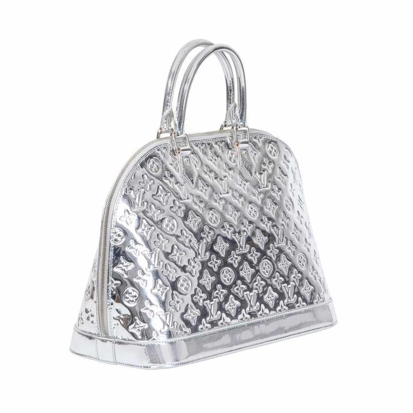 ae5e9701bc Lot 70. LOUIS VUITTON handbag