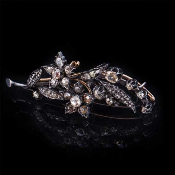 Gold brooch with diamonds and diamonds