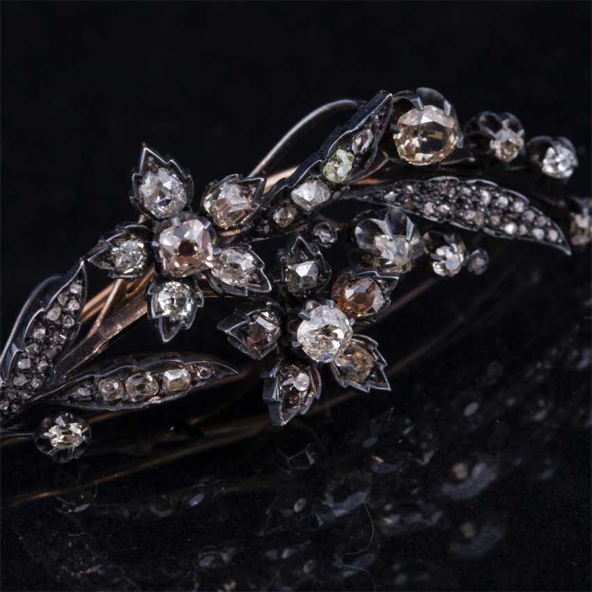 Gold brooch with diamonds and diamonds - photo 3