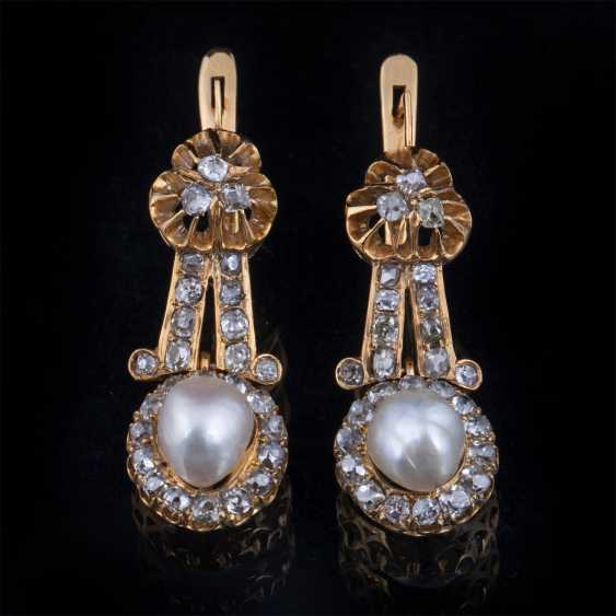 Gold earrings with diamonds and pearls - photo 1
