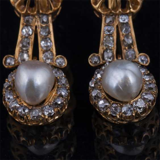 Gold earrings with diamonds and pearls - photo 3