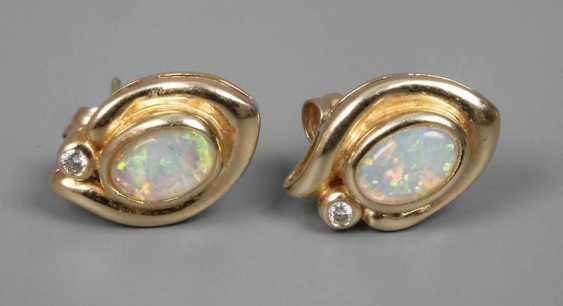 Pair of earrings with precious opals and diamonds - photo 1