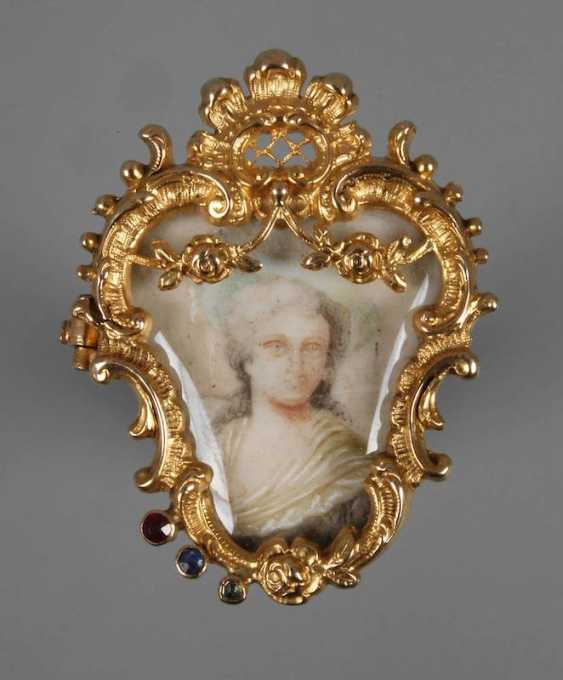 Fine brooch with ivory painting - photo 1