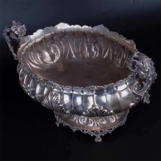 A massive silver bowl. Silver, 800. Italy - photo 4