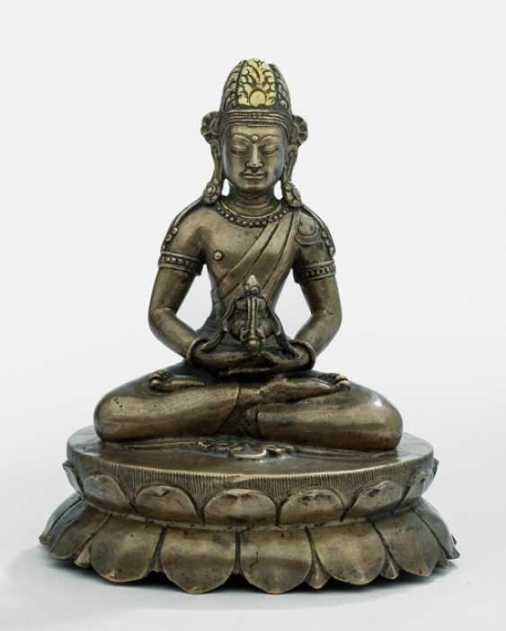 Rare Bronze of Amitayus on a Lotus - photo 1