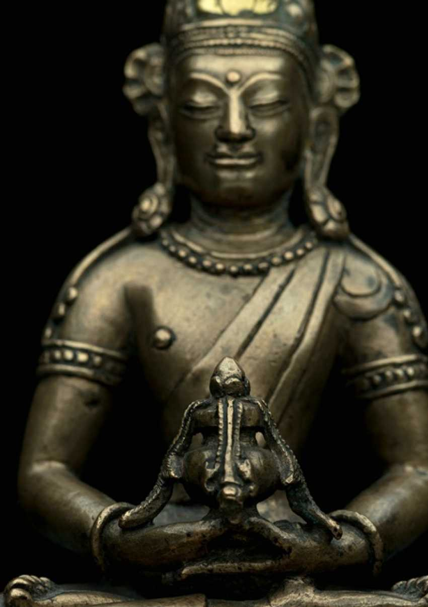 Rare Bronze of Amitayus on a Lotus - photo 5
