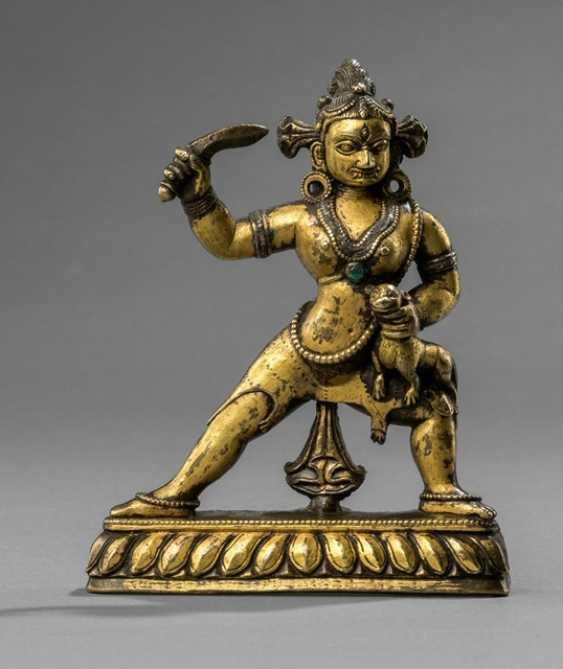 Rare fire gilt Bronze of a female deity with silver deposits - photo 1