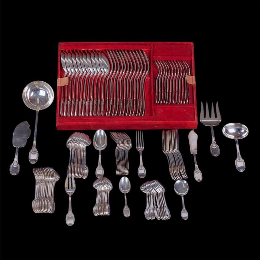 The set of 135 items. 12 knives canteens. 12 dessert knives. Silver, steel