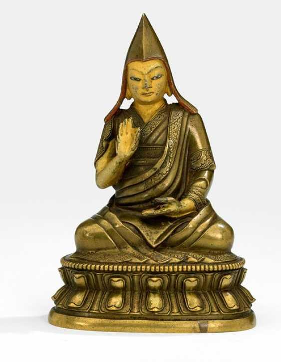 Bronze of a Lama on a Lotus - photo 1