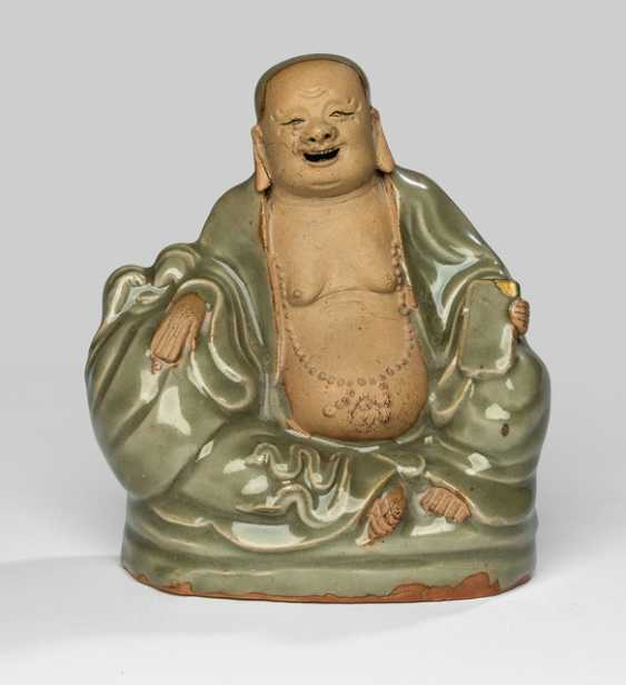 Rare Longquan-figure of Budai with his bag shown sitting - photo 1